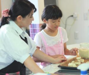 【伊豆の国市】 生地作りから学び楽しく作ってみよう!ついに公開!特産イチゴでメロンパン(伊豆の国ふるさと博覧会)