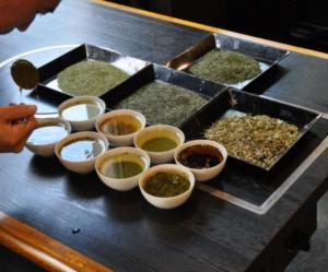 【伊豆の国市】 8種類のお茶を茶審査で比較 ツウになる!プロが教える「茶通教室」(伊豆の国ふるさと博覧会)