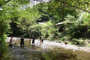 【藤枝市】水車むら 川の中で流しそうめん体験